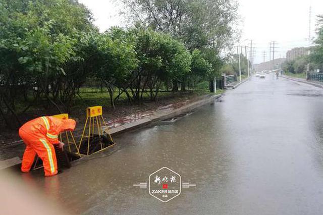 """哈尔滨主城区降雨约50毫米 390名""""橙衣人""""上岗排涝"""