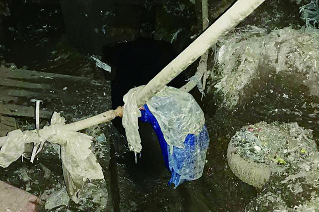 暗管偷排不明废水 哈尔滨一黑塑料加工厂被关停