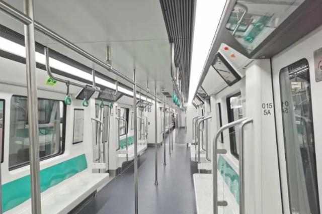 哈尔滨地铁2号线一期首列列车在长春下线
