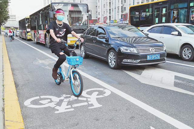 哈尔滨市交警部门拓展共享单车骑行空间