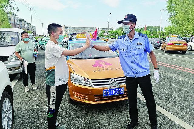 黑龙江省慈善总会雷锋车队爱心助考5900多人次