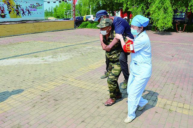 哈市南岗区开展防汛演练 组建2000余人应急抢险队伍