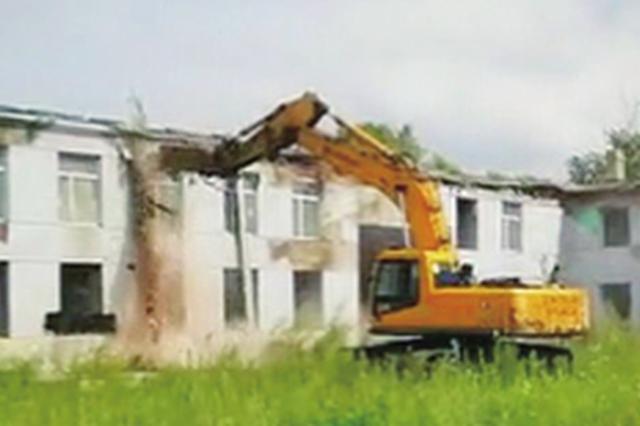 哈市香坊区近万平方米违建厂房被拆空地交由教育部门使用