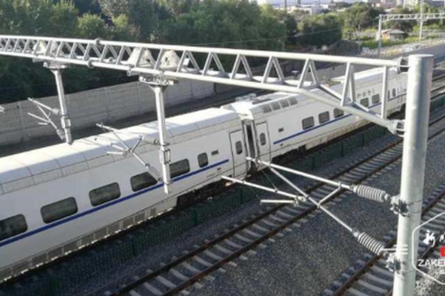 哈尔滨地铁3号线太—靖区间右线盾构成功穿越6股高铁线