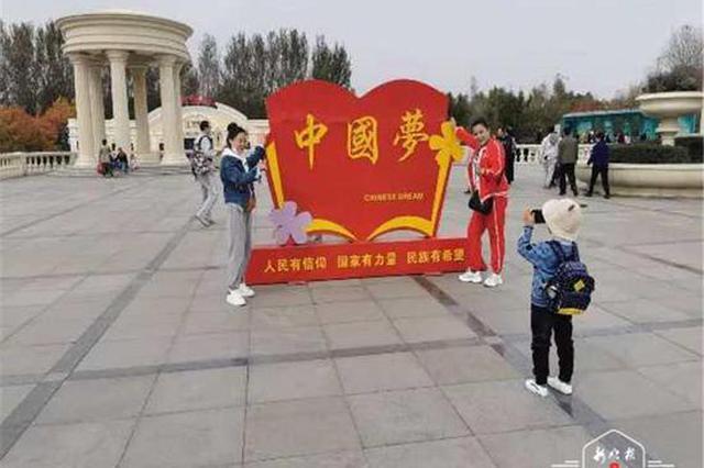 冰城人游哈尔滨 美景吸引市民打卡 全家组团去新区浪