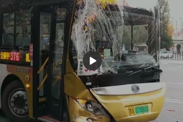 哈尔滨市俩公交车追尾致多名乘客受伤 还有一名孕