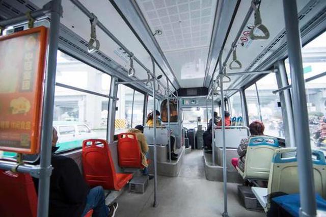 """哈尔滨市3000台公交车提前""""供暖"""" 投诉热线在这里"""
