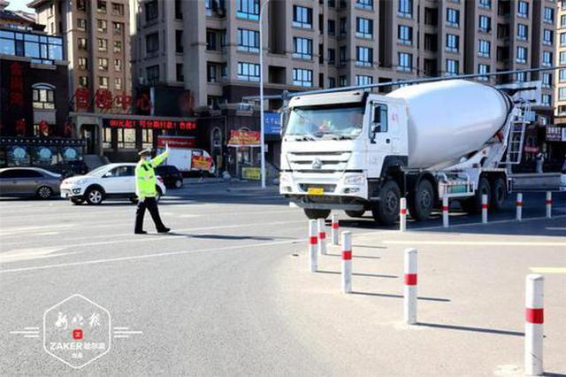 约谈企业 现场处罚 哈市交警部门集中整治货运车辆违法
