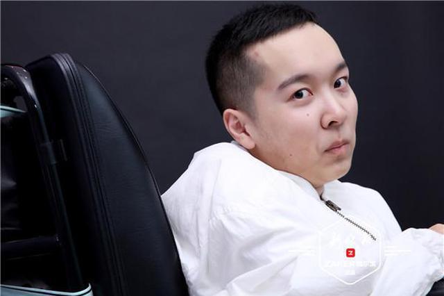 """哈尔滨""""渐冻人""""北京创业 轮椅上的""""飞驰人生"""""""