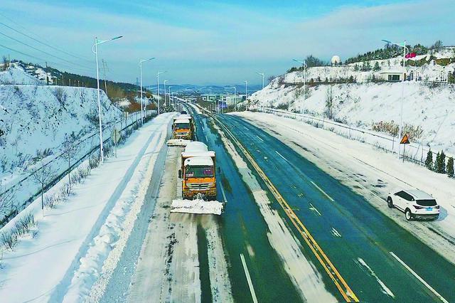 鸡西市交通运输局 连夜清完鸡虎高速181公里积雪