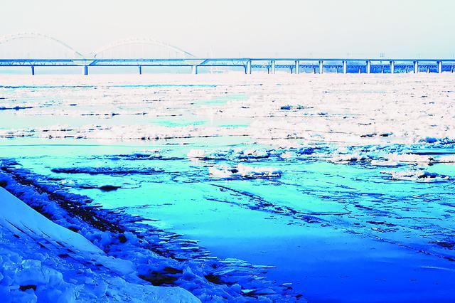 黑龙江省大江大河陆续封冻 松花江干流目前仍以流冰为主