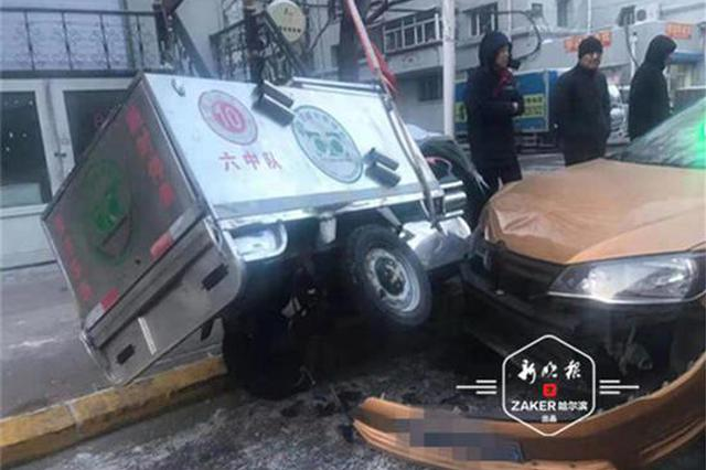 哈尔滨安顺街与安康街交口发生3车连撞 幸无人员受伤