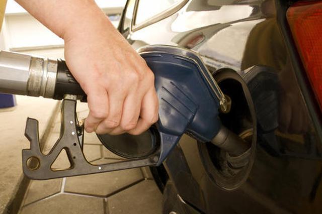 成品油2021年三连涨 19日起92号成品油每升涨0.22元