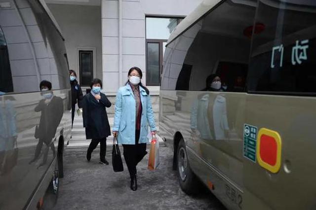 你好,两会!住黑龙江全国政协委员启程赴京参会