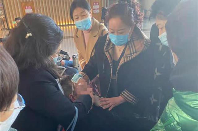 哈尔滨机场五名援疆医护联手施救