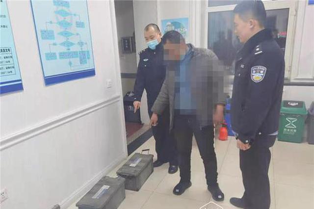 """""""老司机""""没收入打起公交车电瓶的主意,犯案时当场被抓"""