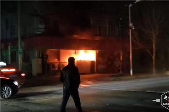 突发!红霞街一电闸箱着火造成附近大片停电