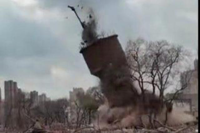 年久失修存在安全隐患,油坊街、木材街上5座废弃烟囱水塔被拆