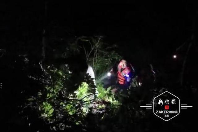 七旬老人雨夜被困山中8小时,民警摸黑上山搜救