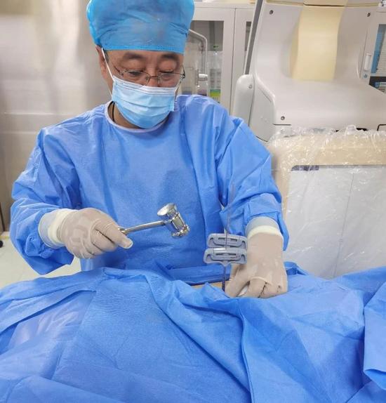 """两""""针""""轻松告别骨折痛苦 哈尔滨市第二医院经皮椎体成形术 助患者摆脱病痛"""