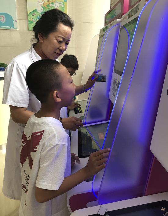 """哈尔滨市儿童医院智慧医疗""""门诊自助服务系统""""上线""""一站式""""挂号缴费打印报告"""
