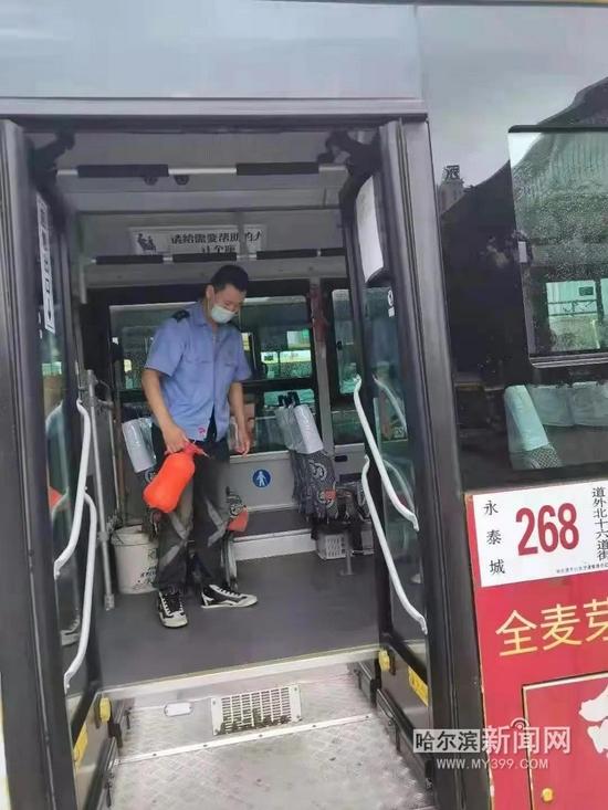 哈尔滨市区6000余台公交车每日消杀 车辆、场站定时通风