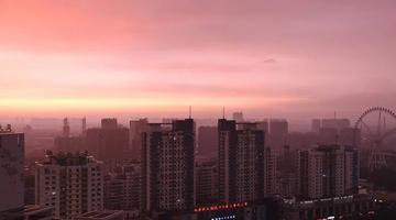 哈尔滨的雨 下着下着突然就红了!