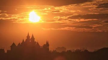 8月11日傍晚 哈尔滨天空出现日偏食景观