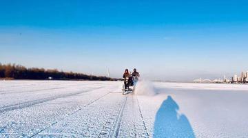 打造冰雪幻境第一步:松花江上开始采冰