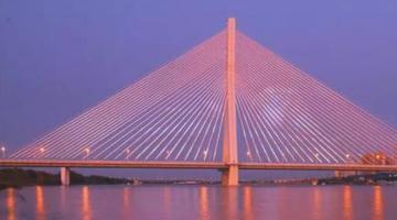 """松浦大桥160米高显示屏""""新片上映"""""""