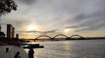 """哈尔滨天空惊现""""两个太阳"""""""