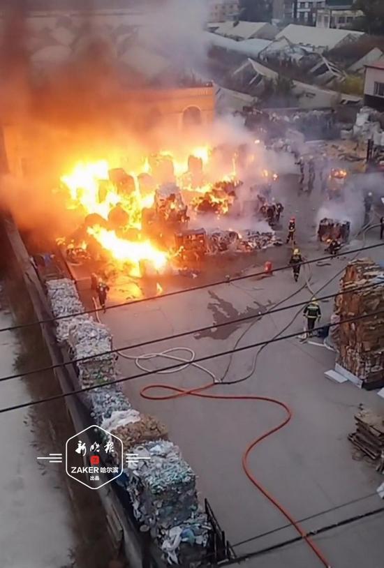 哈市道里区一废品收购站发生火灾