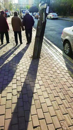 电线杆阻断盲道