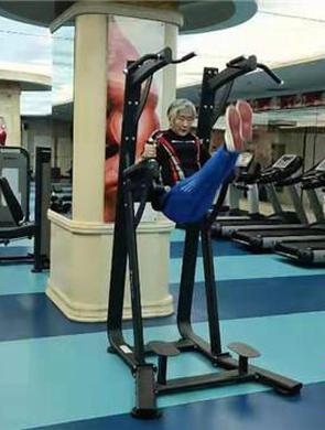 冰城74岁奶奶横扫健身房战斗力爆表