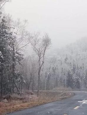 雪乡亚雪驿站4日降雪持续2小时