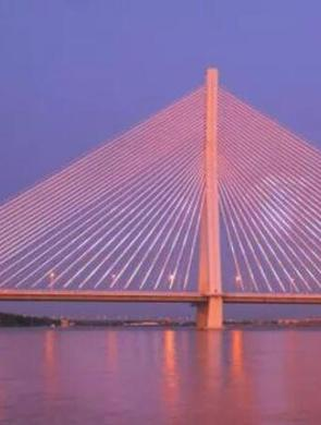 松浦大桥160米高显示屏新片上映