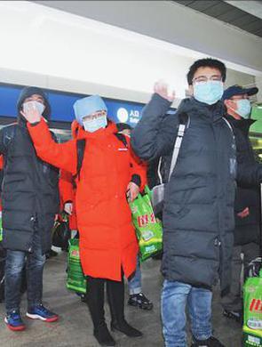 医疗队抵达武汉赶赴孝感
