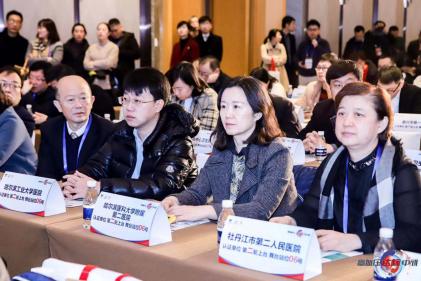 张烁教授(右2)参加中国心血管健康大会
