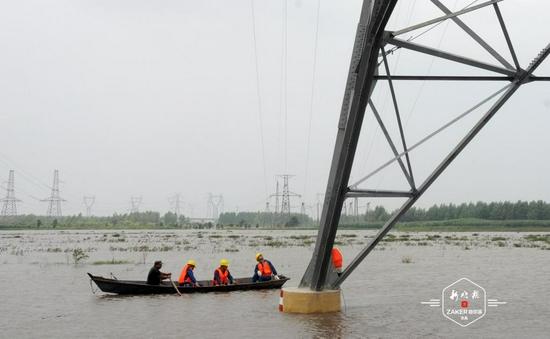 172支应急抢险队 无人机飞行巡检 保障哈市汛期电网安全
