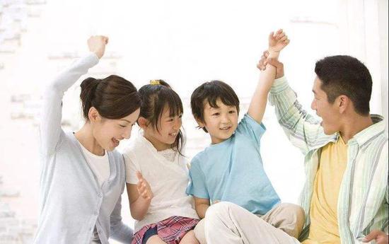 不要试图去扮演父母的角色,你只需要做一个真实的父母