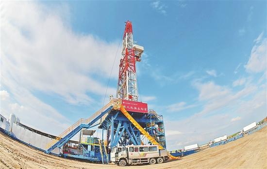 大庆页岩油二号试验区钢铁1205钻井平台。