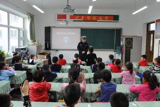 哈尔滨:交警进校园 安全送万家