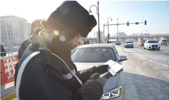 驾驶人相关驾驶信息随即显示在屏幕上。