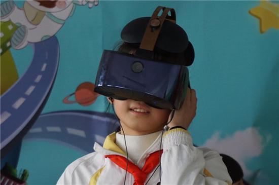 杨林小学的孩子们在VR体验