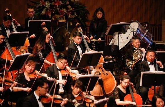 哈尔滨交响乐团的艺术家们倾情演奏