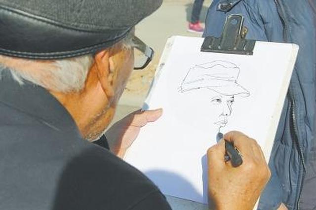 小伙为七旬老人让座 老人现场画速写肖像答谢(图)