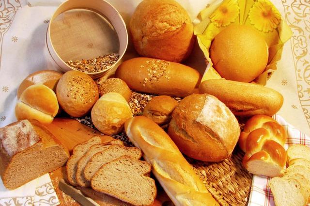 黄牛倒卖网红食品:面包加价百元 喜茶加价20元