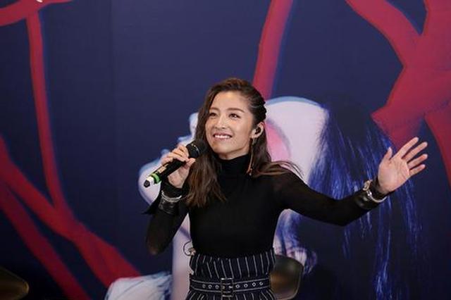 潘辰发表新专辑自曝感情稳定 张玮丁丁到场助阵