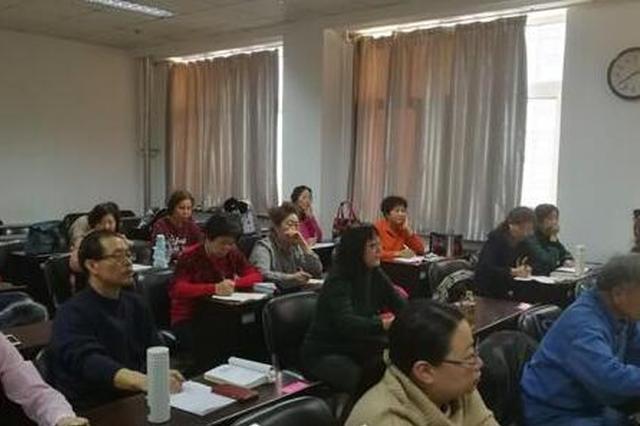 """85后海归办冰城""""最老英语班"""" 学生平均年龄超70"""