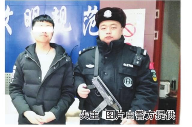 外地学生丢钱包 哈尔滨巡警电话联系归还